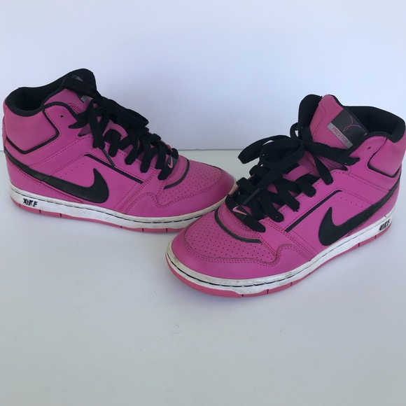 48aaad4fa11eb2 Nike prestige breast cancer awareness high top 7.5.  M 5b40f20c7386bc533ab45927